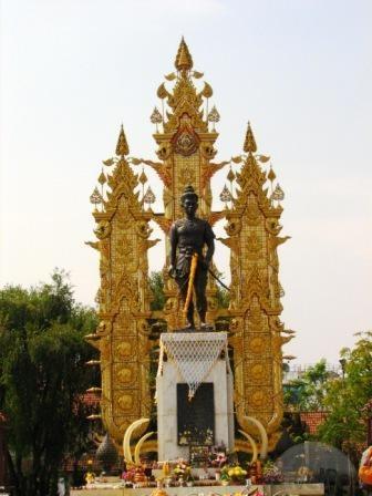 king-mengrai-statue-chiang-rai.jpg