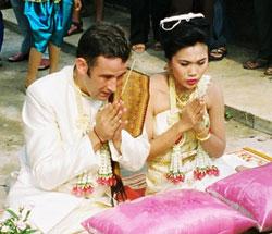 thai_wedding_praying_sml.jpg